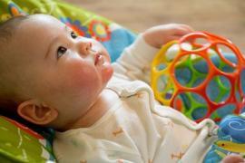10 mẹo nhỏ giúp bố mẹ cho bé bú bình nhàn nhã hơn mà chẳng sách vở nào dạy