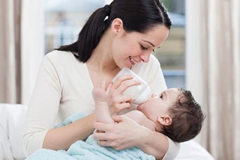 Vì sao mẹ nên cho bé bú đêm?